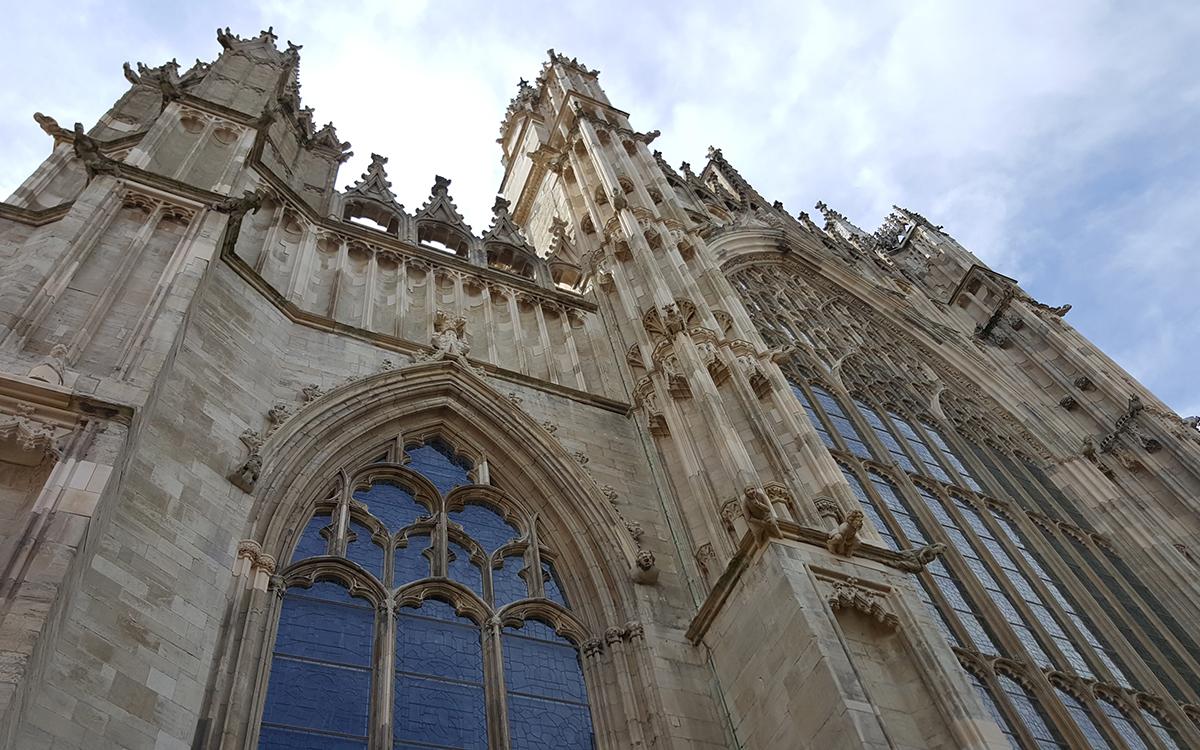 York Minister. En av de største gotiske katedralene i Nord-Europa. Det tok ca 250 år å bygge den..!
