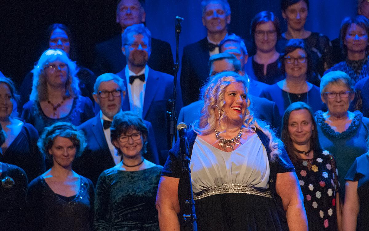 Rita Haug-Sveen, solist i vakre «Sullabullyam» av Henning Sommerro / Edvardt Hoem.