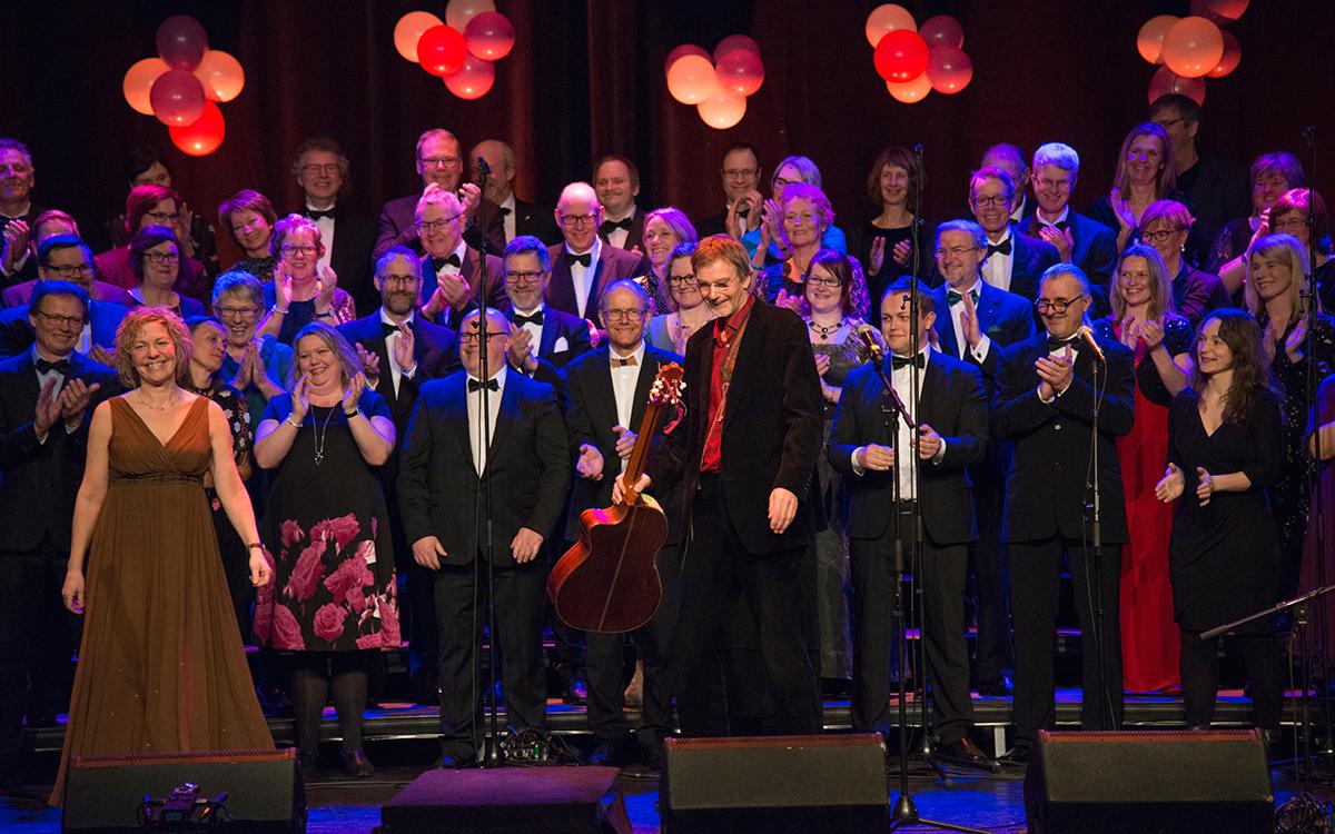 På jubileumskonserten fremførte Anna og Geirr vakre «Vår i november».