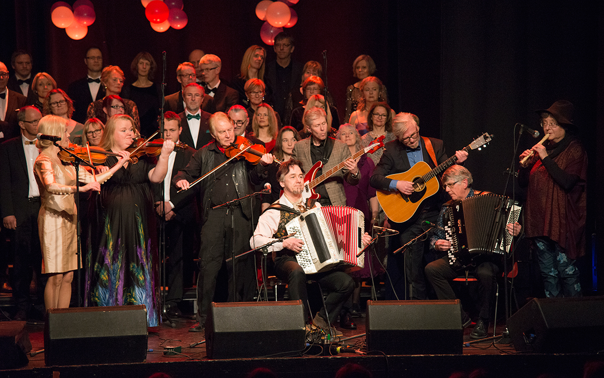 «Vindens hjul», gammeldansmessa ble fremført bl.a. i Røros kirke med Dalakopa og Solheimkoret. På jubileumskonserten var «Gloria» et hyggelig gjenhør.