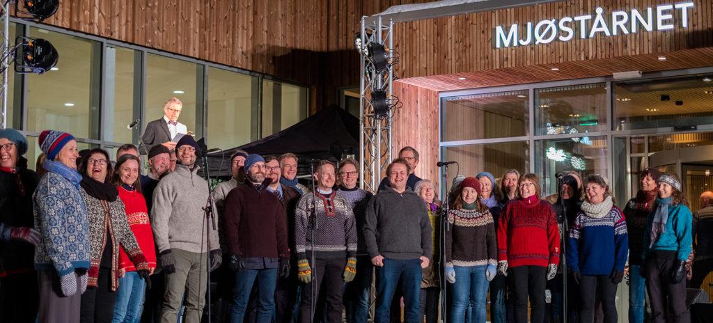 Solheimkoret var med og åpnet Mjøstårnet 15. mars 2019. Foto: Moelven